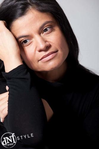 portretfoto van een vrouw in de fotostudio