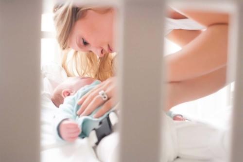 newbornshoot bij de moeder thuis