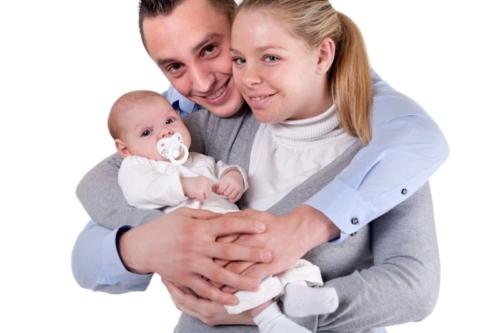 gezinsfotografie van 2 kersverse ouders