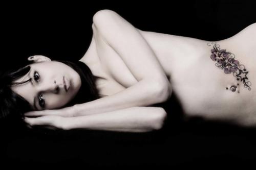 artistieke toplessfoto in de fotostudio
