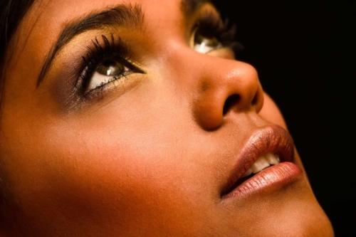 closeup portretfoto van meisje tijdens studioshoot