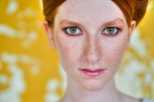 portretfoto van meisje tijdens buitenshoot