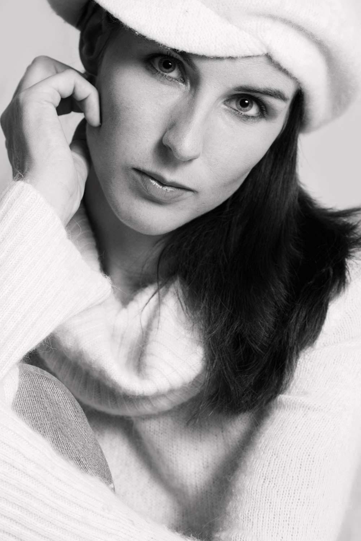 fashion portret foto van meisje tijdens fotoshoot