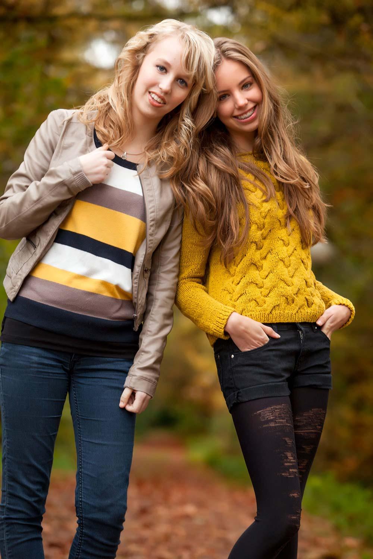 vriendinnenfoto in stijl tijdens buitenshoot